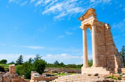 Το Μυστικό του Ναού του Απόλλωνα Υλάτη που Συμβαίνει μια Φορά τον Χρόνο