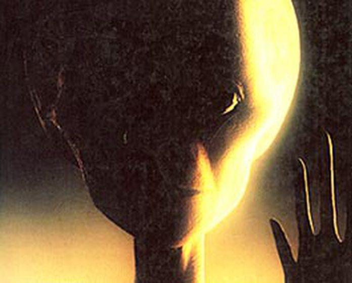 Η Φωτογραφία του Εξωγήινου που Δημοσιεύτηκε σε Συστημικό Περιοδικό και Πιστεύεται ότι Είναι Αληθινή