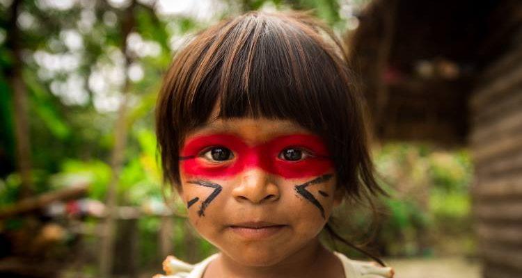 Η Φυλή του Αμαζονίου που έσωσε μισό εκατομμύριο στρέμματα τροπικού δάσους από την κυβέρνηση του Εκουαδόρ