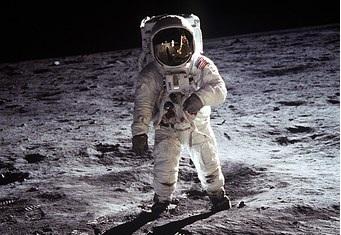 Θρυλικός Αστροναύτης του Apollo 11 απαντά μονολεκτικά για τους εξωγήινους