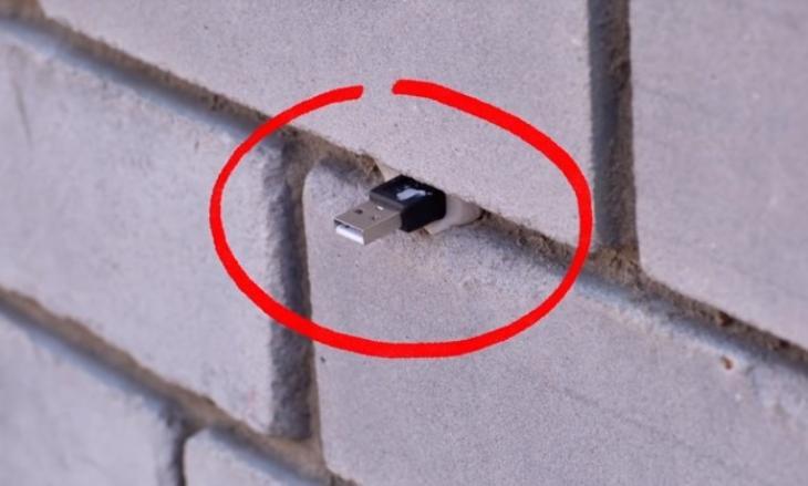 Αν βρείτε στικάκι στο δρόμο ή σε τοίχο ΜΗΝ το βγάλετε! Υπάρχει κίνδυνος