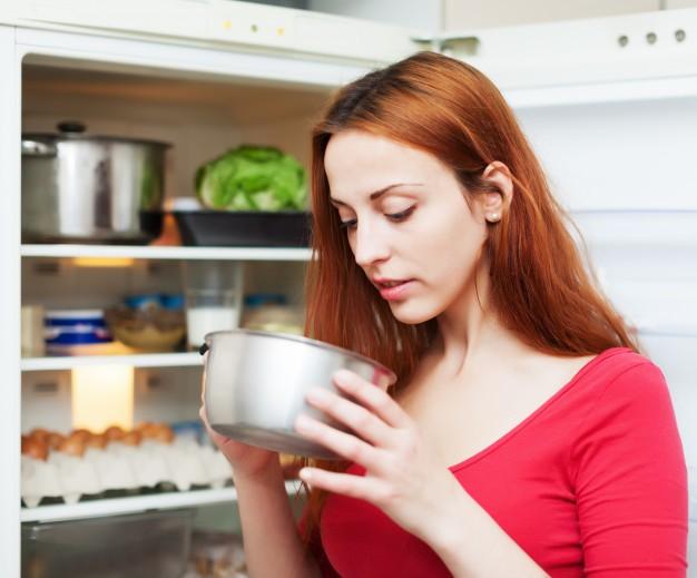 Από τι κινδυνεύετε Αν τρώτε αργά το βράδυ. Μία συνήθεια που πρέπει να σταματήσετε