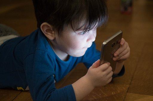 Έκθεση-καταπέλτης για την ακτινοβολία στα παιδιά