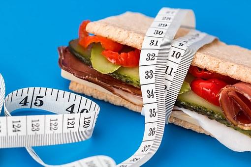 Έξυπνα τρικ για να τρώτε λιγότερο που θα εξυπηρετήσουν τον σκοπό σας