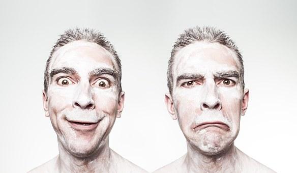 Ανέκδοτο: Δύο φίλοι σε ένα τρελάδικο είναι να πάρουν εξιτήριο