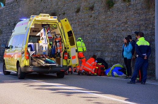 Θεσσαλονίκη: Πήδηξε από γέφυρα να αυτοκτονήσει και έπεσε πάνω σε μοτοσικλετιστή