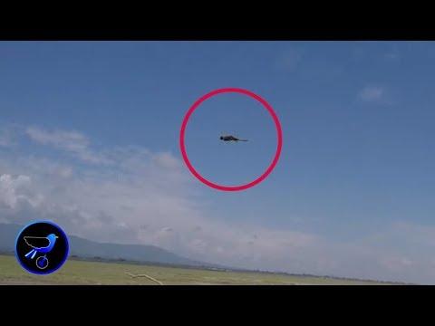 Αντικείμενο που θυμίζει μάγισσα καβάλα στη σκούπα της να πετάει καταγράφηκε στο Μεξικό (video)