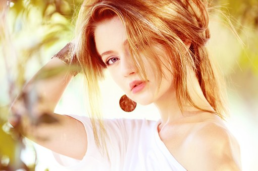 6 Συμβουλές αν πέφτουν τα μαλλιά σου μετά την ταλαιπωρία του καλοκαιριού