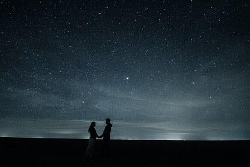 6 συμπαντικοί λόγοι ότι δεν συναντάμε κανέναν τυχαία στη ζωή μας