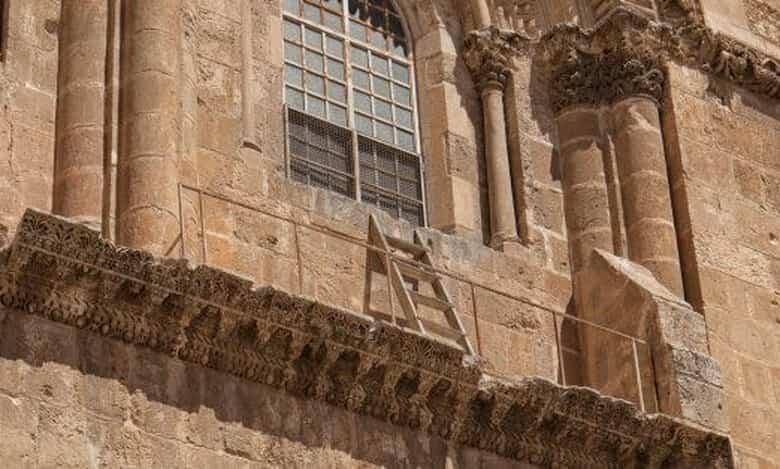 Ο παράξενος λόγος που μία σκάλα εργασιών απαγορεύεται να μετακινηθεί από έναν ναό στην Ιερουσαλήμ