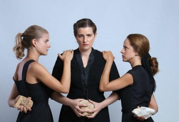 Άγριες Μέλισσες: Ξεσπά πόλεμος ανάμεσα στις τρεις αδερφές. Η προδοσία και η ξαφνική εγκυμοσύνη. «Έγινα φόνισσα για εσάς»