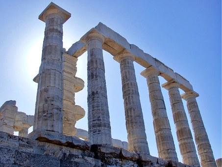 Η ιδιαιτερότητα του πεντελικού μαρμάρου για την κατασκευή ναών δρούσε ως ενισχυτής του αιθέρα. Μια παράξενη θεωρία