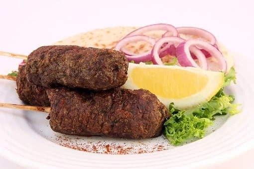 Παραδοσιακή συνταγή για ζουμερά σπιτικά κεμπάπ