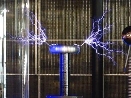 Οι εφευρέσεις του Νίκολα Τέσλα που μοιάζουν να βγήκαν από ταινία επιστημονικής φαντασίας