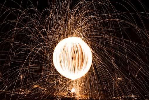 Η πύρινη σφαίρα στο ακρωτήριο Μαλέας που μέσα από τη θάλασσα εκτοξεύθηκε στον αέρα