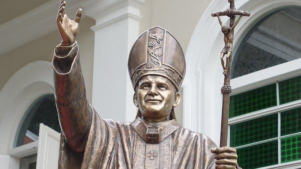 Έπιασε τον Πάπα από τα α@@@@@α». Πως προέκυψε η φράση