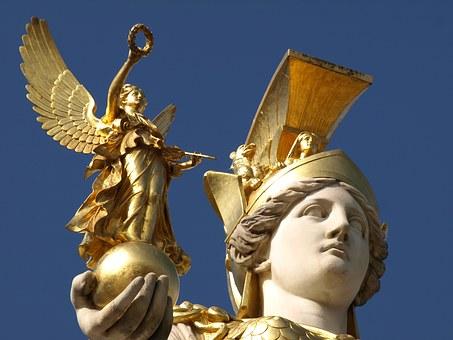 Η πάνοπλη θεά Αθηνά: Τι μπορεί να συμβολίζουν η Ασπίδα, το Δόρυ, το Γοργόνειο, η Αιγίδα, το Κράνος