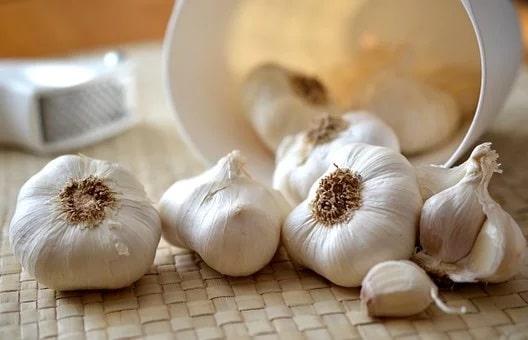 5 παρενέργειες του σκόρδου που πολλοί δεν γνωρίζουν