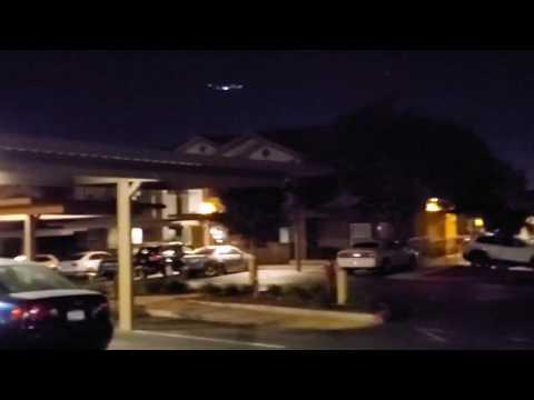 Εκατοντάδες άνθρωποι βλέπουν ένα τεράστιο UFO πάνω από την Καλιφόρνια (video)