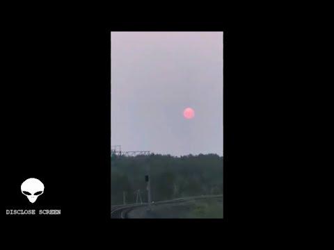 Από τρένο καταγράφεται φωτεινή μπάλα ενέργειας, σύννεφα τύπου ιπτάμενου δίσκου, και άλλα παράξενα